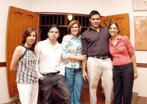 Susana Hernández, Homero Wong, Marcela L. de Wong, Mauricio Wong y Paola Meraz.