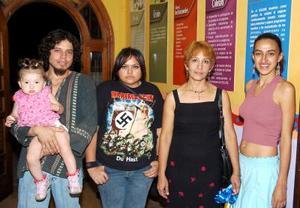 Gazi González, Karla Gómez, Beatriz Zamora y Brenda Meza.
