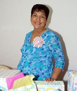 <B>31 de octubre 2005</b><p> Gabriela Plata Rodríguez disfrutó de una fiesta de canastilla.