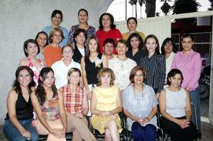 Con una agradable fiesta fue despedida de su vida de soltera Imna Mariana Borrego García, que le organizaron Lorena y Georgina Hernández, Iveth Medrano, Josefina García y Bertha Hernández.