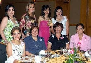 Doris Saldaña Novelo recibió felicitaciones de sus amigas, en la despedida de soltera que le fue ofrecida en días pasados.
