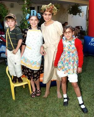 Luis, Paulina, Camila, Luciana Veyán y María González.