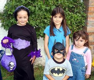 Nelda Patricia Valdés González, Regina y Renata González Gómez y Víctor Manuel Berumen.