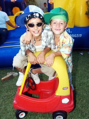 <b>31 de octubre 2005</b><p> Santiago Sambucci y Memo Anaya.