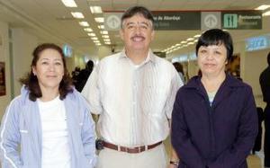 Blanca Chong y Alfredo Morales viajaron a Yucatán, los despidió Emy Amador.