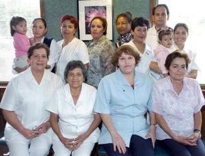 Por su jubilación laboral, Hermila Ramírez, Ofelia Jiménez, Silvia Hoyos e Irma Marín disfrutaron de un convivio.