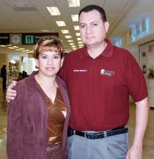 <b>03 de noviembre 2005</b><p> Martina González viajó a Durango, la despidió Enrique Saavedra.