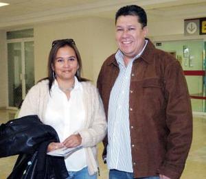 Elvia Ramírez y Adrián Martínez viajaron a la Ciudad de México.
