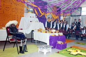 Los alumnos de 3 D de la Escuela Secundaria Federal Número Uno, montaron su altar de muertos para el doctor José María Rodríguez.