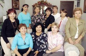 Laura de Flores, Sada de Valdez, Coco Adame, Lucy de Romo, Marián de González, Rosy de Orozco, Paty de Pérez, Lily de González, Lupita de Herrera y Rosy Muela.