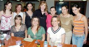 Marielena Ducoulombier de Echeverría, Paulina, Ana Silvia, Mayté, Leny, Vivi, Ana y Kenia acompañaron a Isadora de  Ducoulombier en su fiesta.