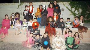 <b>04 de noviembre 2005</b><p> Pequeños del club de los Martes, en su tradicional fiesta de disfraces con motivo del Día de Brujas.