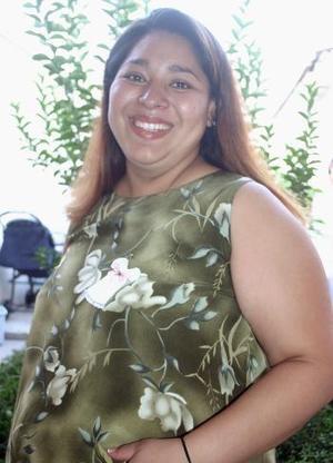 Janeth Reza de Bruno, captada en la fiesta de regalos que le ofrecieron en días pasados.
