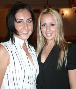 Mimí Llamas y Ginna de Maturino, en reciente festejo.