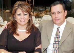 <b>02 noviembre 2005</b><p> Gaby Fernández de Treviño y Salvador Treviño.