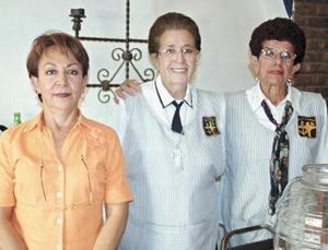 Coco Olazábal, Esther y Carmelita Montellano.