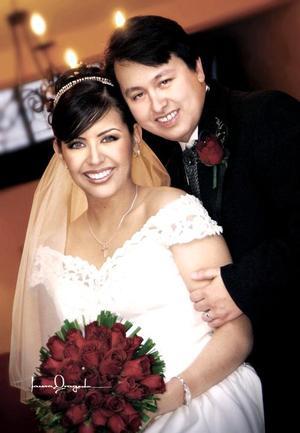 C.P. José Juan Leyón Torre e Ing. Abril Cepeda Rubio contrajeron matrimonio religioso el primero de octubre en la parroquia Los Ángeles.
