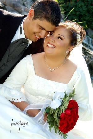 Ing. Joel  Castellanos Flores e Ing. María Luisa del Carmen Méndez Reyes contrajeron matrimonio religioso el pasado 27 de agosto en la parroquia del Inmaculado Corazón de María.