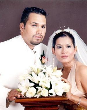 Lic. José Manuel Prone de la Cruz y Lic. Tania Amyties Moreno Ramírez contrajeron matrimonio en la capilla del Señor de la Resurrección del Centro Saulo, el pasado cinco de agosto de 2005.