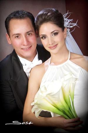 Sr. Fernando Barrios Sánchez y Srita. Laura Pérez Sánchez recibieron la bendición nupcial en la parroquia de la Virgen de la Encarnación, el pasado 21 de octubre.