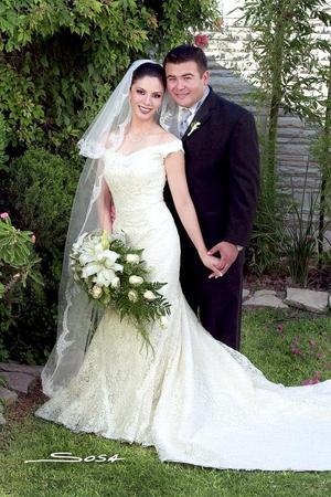 Sr. Ignacio Mireles Pámanes y Srita. Marcela González Jaimes contrajeron matrimonio religioso en la parroquia de La Sagrada Familia, el sábado primero de octubre.