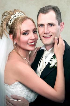 Sr. Stephen Michael Jarvis y Srita. Dalila Valadez Macías contrajeron matrimonio religioso el pasado 22 de octubre en la parroquia Los Ángeles.