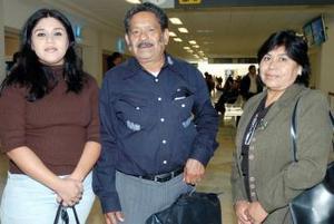 Pedro Herrera viajó a Tijuana, lo despidieron Elvira González y Griselda Acosta.