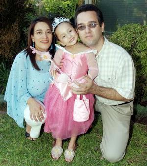 <b>05 de noviembre</b><p> Salvador, Silvia y Sofía Navejas.