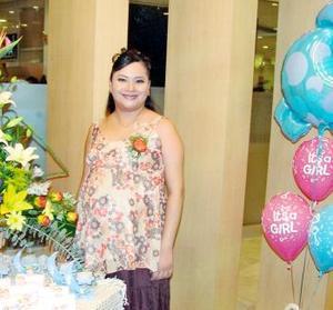 <b>05 de noviembre 2005</b><p> Nancy Hernández de Martínez disfrutó recientemente de una fiesta de canastilla, que le ofrecieron sus familiares en honor del bebé que espera.
