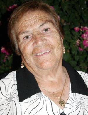 <b>05 noviembre 2005</b><p> Con motivo de sus 78 años de vida, la señora Elodia Nava Vda. de De la Torre disfrutó de un agradable festejo.