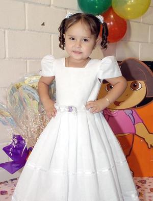 Huguette Prado Valenzuela recibió bonitos regalos, en la fiesta que le prepararon sus papás al cumplir tres años de edad.