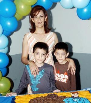 Carlos y Antonio Mijares López festejaron sus respectivos cumpleaños, con una divertida reunión infantil que les organizó su mamá, Claudia López de Mijares