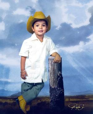 Niño Jesús Ricardo Rodríguez Calderón en una foto de estudio.