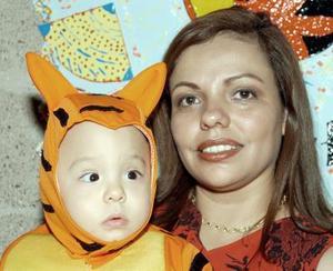 Rubén Alcántara Rodríguez fue festejado por su mamá, Josefina Rodríguez de Alcántara, con motivo de su primer año de vida