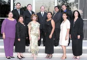 Alumnos de la primera generación 2002-2005 de la Maestría en Educación de la División de Estudios Superiores del Instituto 18 de marzo, en su ceremonia de graduación celebrada el pasado 30 de septiembre.