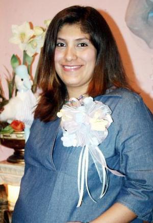 Alma Lares de Echávarri, captada en la reunión de canastilla que le organizaron Soledad Marentis y Cristina Ortiz, en honor del bebé que espera