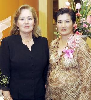 Lourdes Téllez de López disfrutó de una fiesta de canastilla que le ofreció su suegra, María Morales de López.