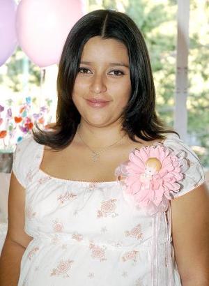 <b>06 de noviembre 2005</b><p> Selene Díaz de Saucedo recibió sinceras felicitaciones en la fiesta de canastilla que le organizaron hace unos días.