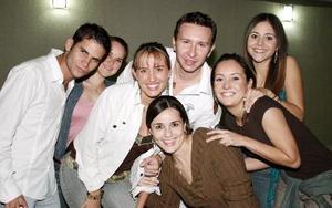 Luis Olhagaray, Barby Willy, Pamela Grageda, Alejandro Vázqiuez, Bety Fernández, Marcela Enríquez y Nora González.