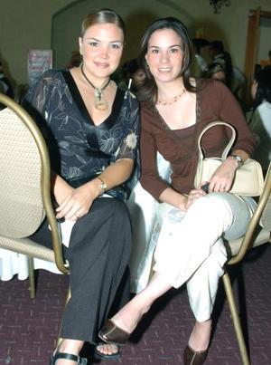 Adriana González y Valeria Muñoz.