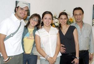 Jorge Montes, Mónica Rodríguez, Rosa Gordillo, Ana Rosa y Charly Bachaalani, asistieron a la inauguración de Mensajeros.