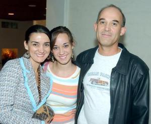 María del Pilar de Martínez, Pily Martínez y Arturo Martínez.