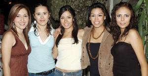Yaneth Molina, Paulina Rodríguez, Evelyn Vida, Valeria Facio y Diana Goretti.
