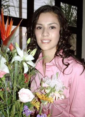 <b>06 de noviembre 2005</b><p> Salma Oviedo Soto contraerá nupcias en breve, motivo por el que le fue organizada una despedida de soltera.