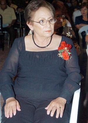 Con motivo de su 25 aniversario de servicio magisterial, la maestra Irene Martínez Rebollo fue agasajada por sus alumnos y familiares.