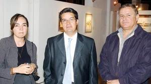 Cruz Estela González de Gallardo, Gilberto Serna y José Ángel Echávarri Hernández.