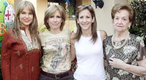 Gabriela Dávalos de Del Bosque celebró su cumpleaños con una fiesta, acompañada de su hija Gaby, su hermana, Adriana y su mamá, la Sra. Josefina Ruvalcaba de Dávalos.