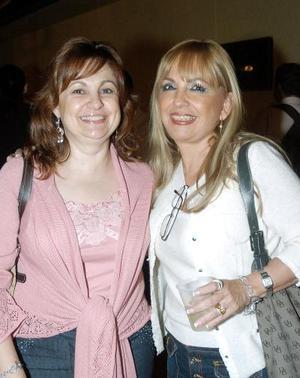 Laura Elena Canales y Estela Espada.