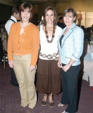 Marcela Flores, Dora de Martínez y Cony Arias.