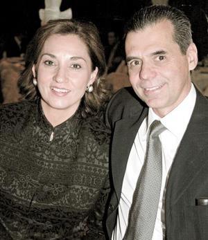 Mayela Garza de Méndez y Heriberto Méndez.